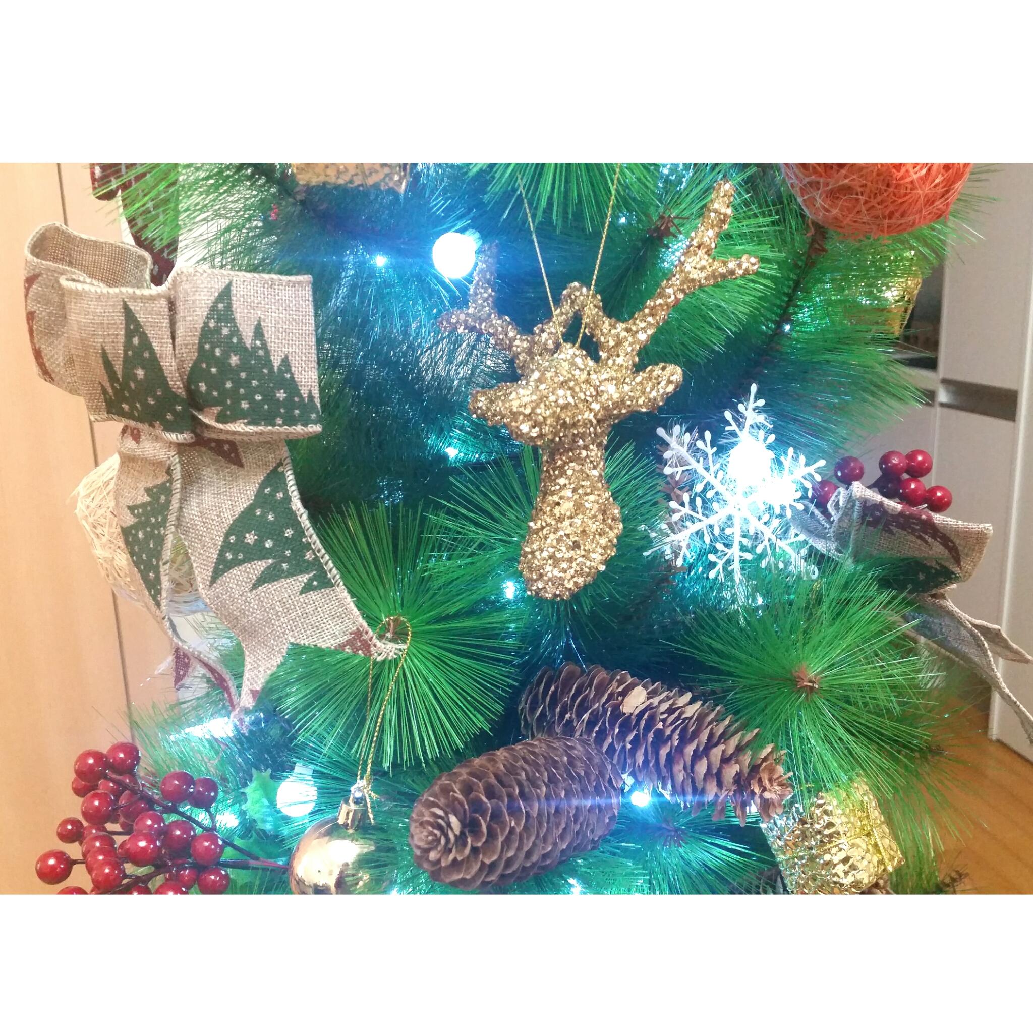 [Blogmas] Day 3: Christmas Decorating On A Budget